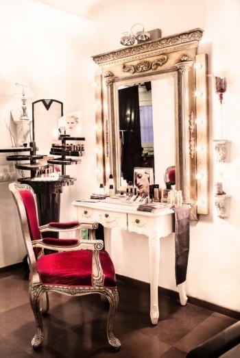 Zona de maquillaje en peluquería